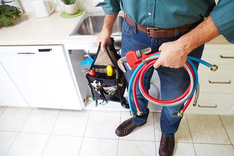 4 Telltale Signs That It's Time to Call a Plumber